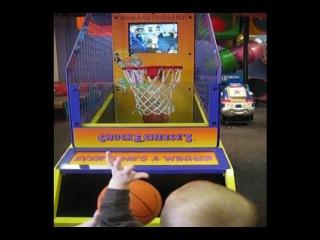 Малыш-баскетболист